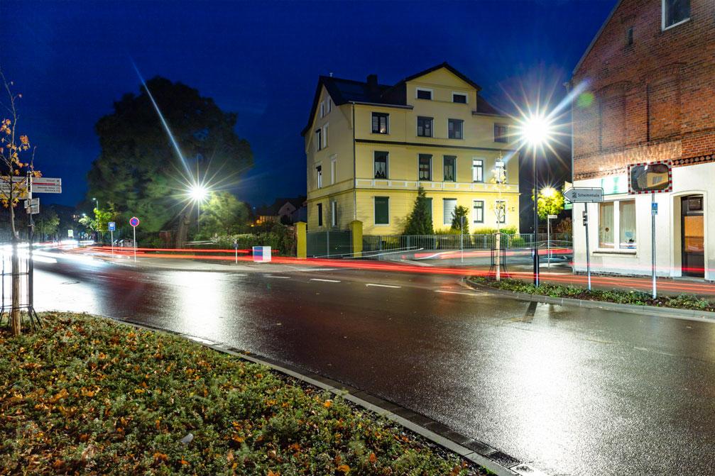 Strassenbeleuchtung in Burg Foto: Bertram Bölkow