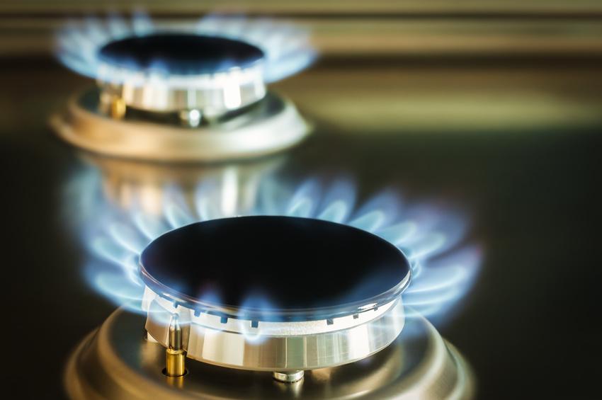 Gasflamme von einem Gasherd / Gasflamme von einem Gasherd aus Edelstahl.